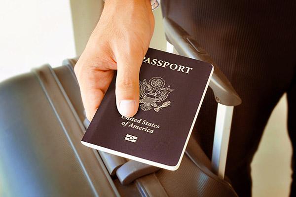 We help you with customs procedures